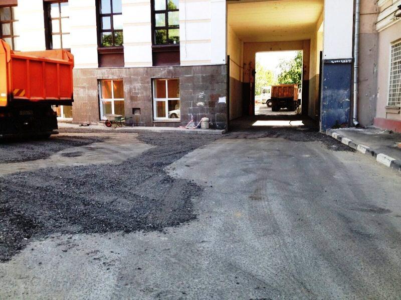 Территория здания офисного назначения